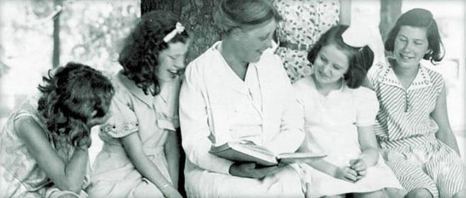 Kate Sotham Matthews reading to students